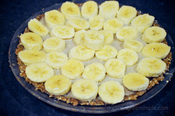 Completed banana cream pie