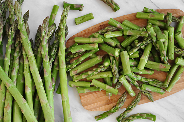 trim and cut asparagus stems