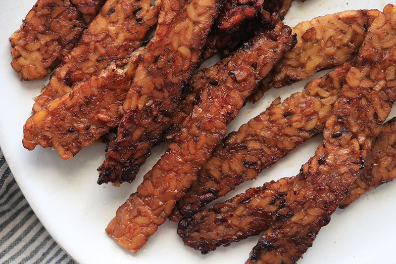 baked tempeh bacon