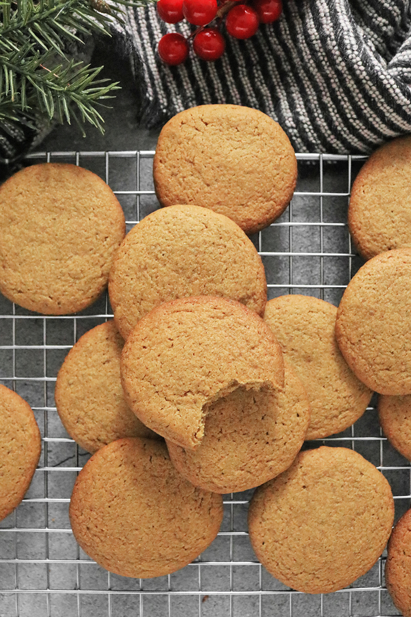 Vegan Gingersnap Cookies