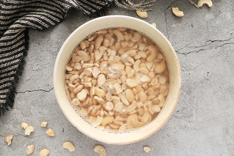 soaking cashews in water