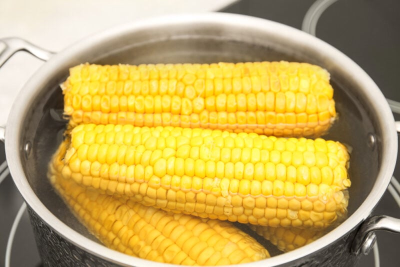 Boiling corn on the cob in a pot of water