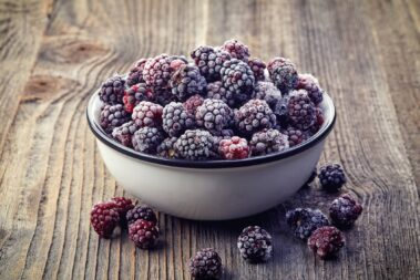 How to Freeze Blackberries in 5 Easy Steps